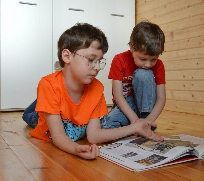 Lastenkirjat edistävät lapsen kehitystä ja tuottavat iloa.